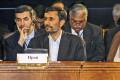 Эсфандияр Рахим-Машаи (слева) и Махмуд Ахмадинеджад (в центре)