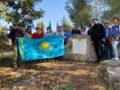 Сотрудники посольства РК в роще Нурсултана Назарбаева. Фото: пресс-служба посольства РК в Израиле